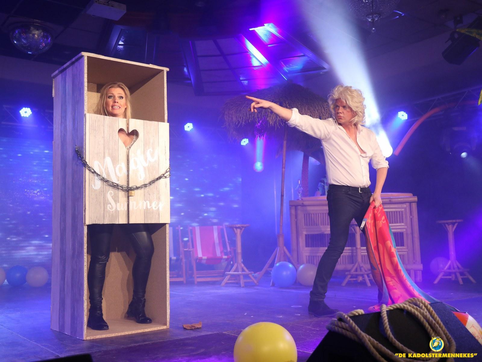 Prinsenbal artiesten en podium foto's Prins Bas en Sik Rene Falkmann