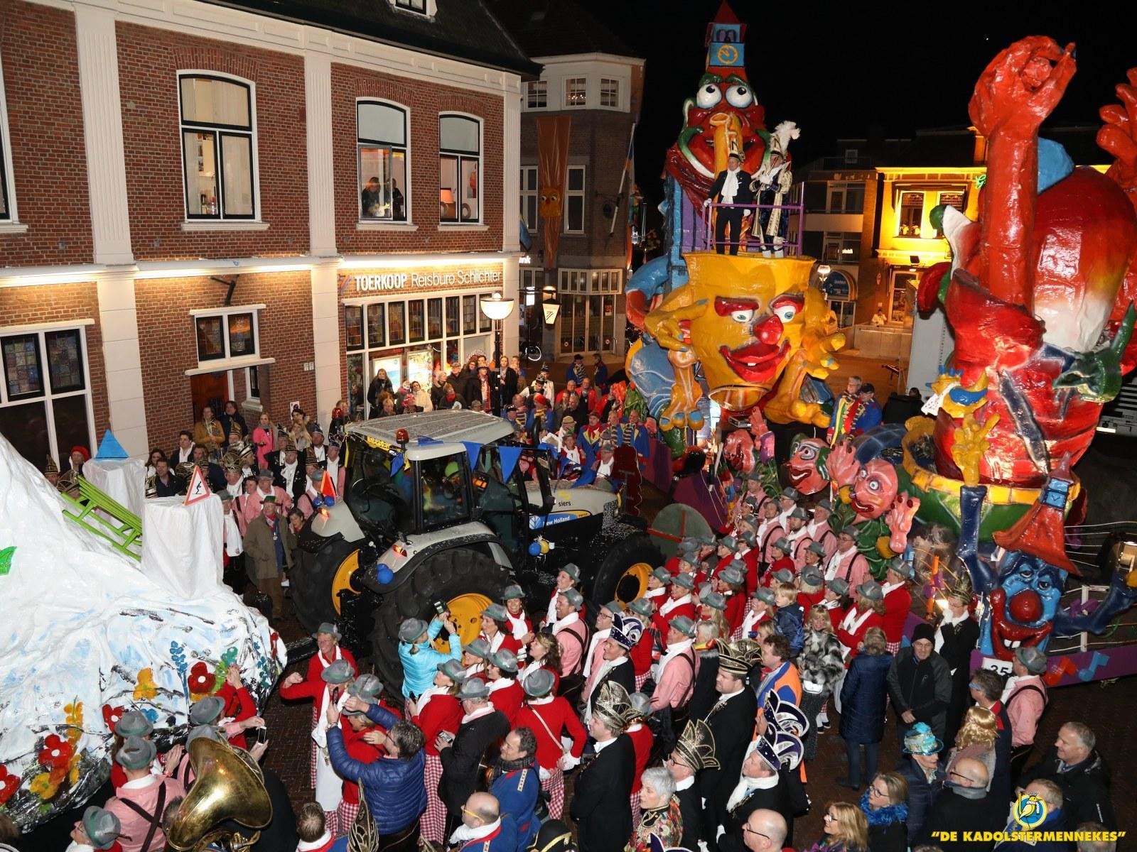 Wagenaanbieden van de hofhouding aan de stadsprins van de Boeskoolstad Oldenzaal