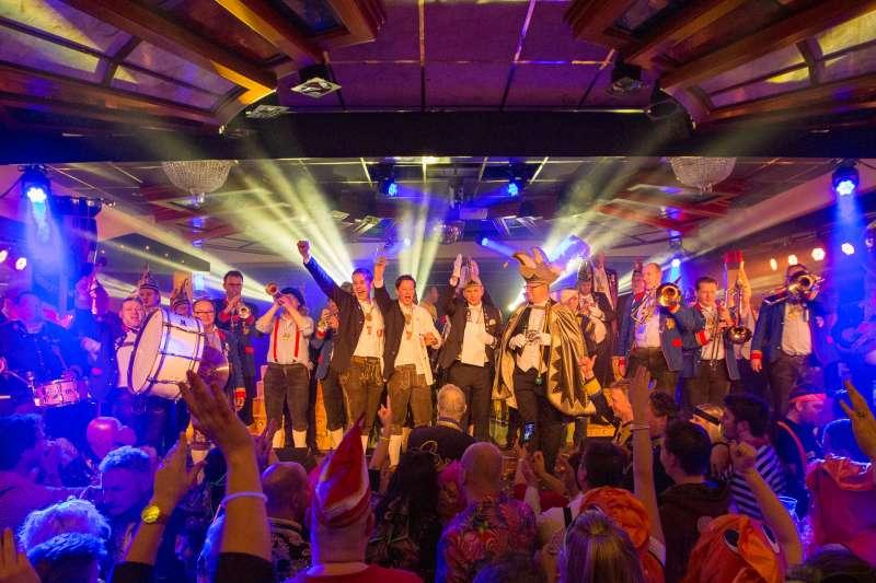 Blaanke Bössels winnen 3e prijs bij Carnavalsfestival BoesCabaal